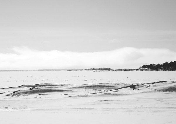 canvastaulu-talvipaiva-kustavin-saaristossa-bw-main